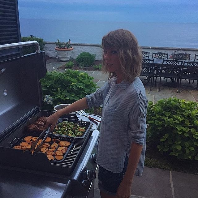While-Taylor-showcased-her-grilling-skills
